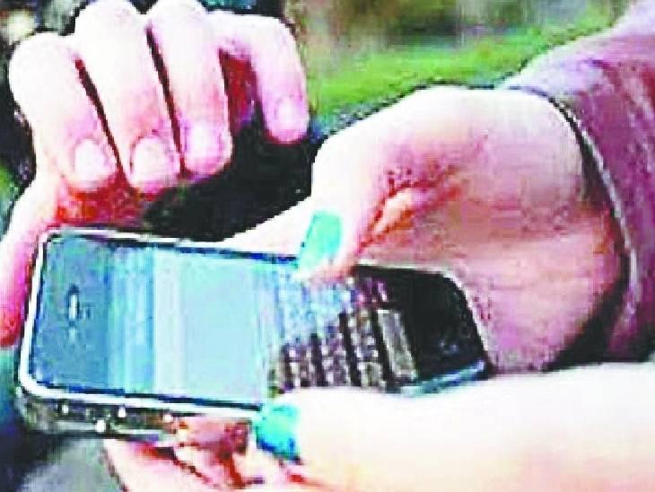मोबाइल लूट कर भाग रहे बदमाश को पकड़ा, दूसरे लुटेरे को भागने पर किया मजबूर|जबलपुर,Jabalpur - Dainik Bhaskar