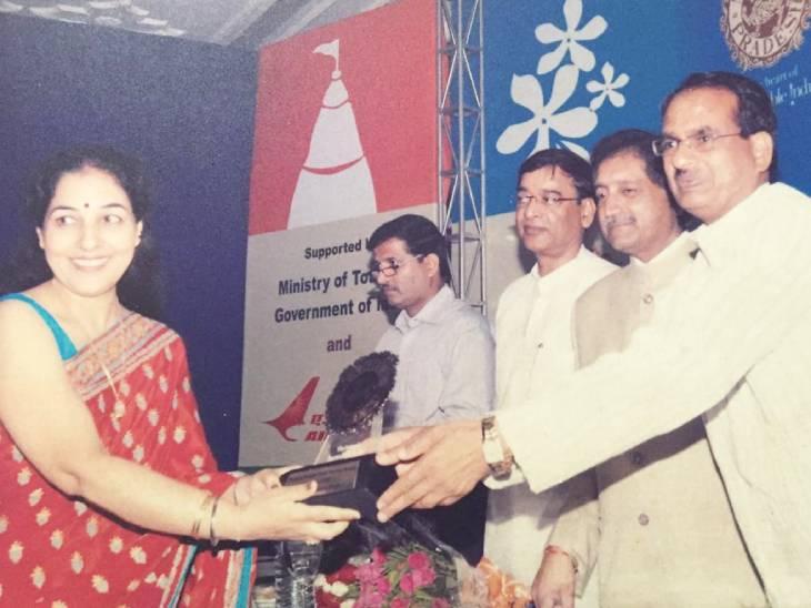 प्रदेश सरकार की ओर से रेखा चोपड़ा को बेस्ट महिला गाइड का अवॉर्ड भी मिल चुका है।