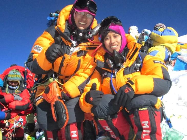 दुनिया की पहली जुड़वां बहनें जिन्हें 7 महाद्वीपों की चोटियों पर चढ़ाई का गौरव प्राप्त है, महामारी में मोटिवेशनल स्पीच के जरिये महिलाओं को दे रहीं आगे बढ़ने की प्रेरणा लाइफस्टाइल,Lifestyle - Dainik Bhaskar