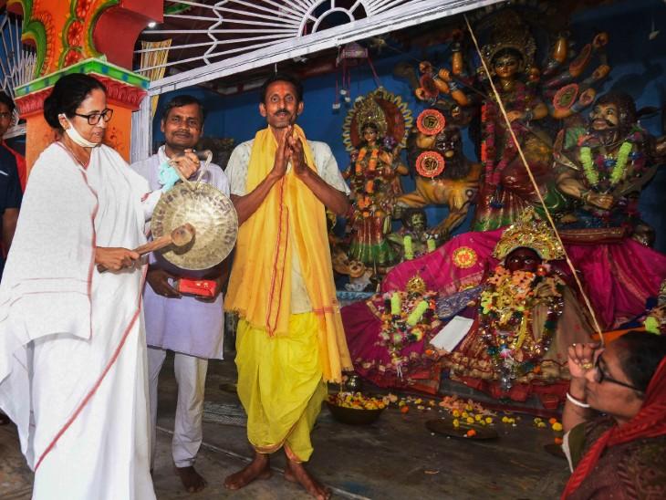 मंच से ममता बनर्जी के चंडी पाठ के पीछे सिर्फ हिंदूवादी राजनीति या फिर तंत्रमंत्र का 'खेला'? देश,National - Dainik Bhaskar