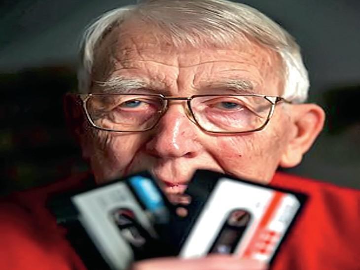 ऑडियो कैसेट के डच आविष्कारक लोऊ ओटेन्स का 94 वर्ष की उम्र में निधन हो गया,उन्होंने पहला कैसेट 1963 में बनाया था,अब तक दुनियाभर में 10,000 करोड़ कैसेट टेप बिकने का अनुमान है। - Dainik Bhaskar