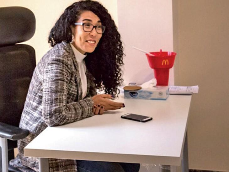 अब मिस्र में अपने घने-घुंघराले बालों को पश्चिम के सपाट और सीधे प्रभाव से आजादी दिलाने के लिए युवा कर रहे खामोश क्रांति|विदेश,International - Dainik Bhaskar