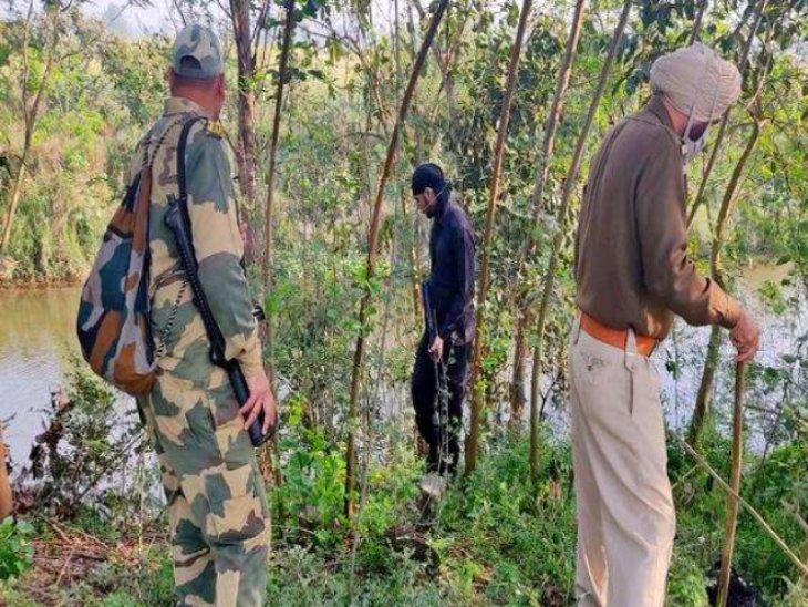 अमृतसर में पाकिस्तानी की तरफ से फेंके गए हेरोइन के पैकेट, उठाने गए भारतीय तस्करों पर BSF ने की फायरिंग|पंजाब,Punjab - Dainik Bhaskar