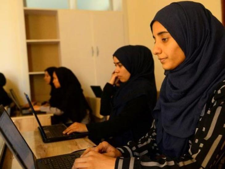 अफगानिस्तान में लड़कियों के गाने पर प्रतिबंध के खिलाफ सोशल मीडिया पर जारी # आई एम माय सॉन्ग कैंपेन, लड़कियां अपने गाने का वीडियो पोस्ट कर बनीं इसका हिस्सा|लाइफस्टाइल,Lifestyle - Dainik Bhaskar