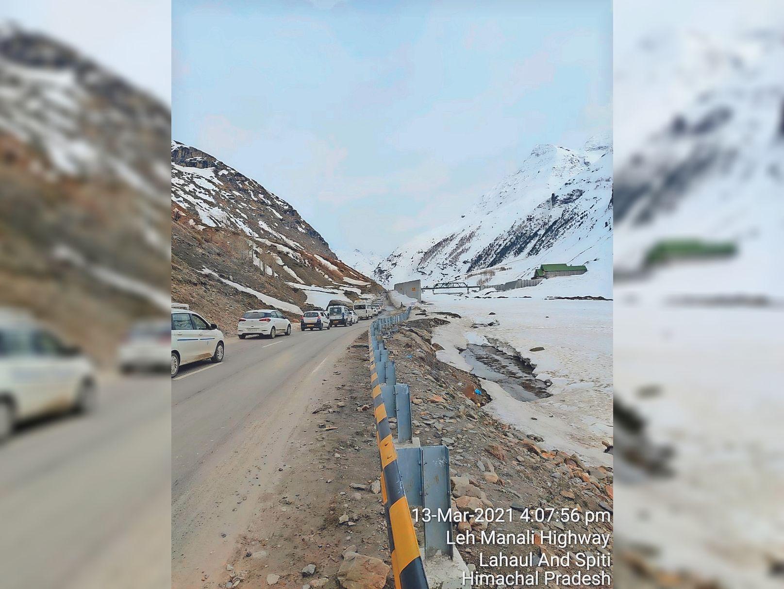 रोहतांग टनल देखने के बाद मढ़ी में रोक ली जाएगी पर्यटकों की गाड़ी, लोकल युवा अपनी इलेक्ट्रिक कार में करवाएंगे घाटी की सैर|शिमला,Shimla - Dainik Bhaskar
