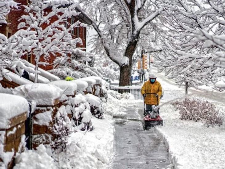 48 घंटे में 5 फीट तक बर्फ गिरी; 2400 उड़ानें रद्द, बर्फीला तूफान से 35 लाख लोग प्रभावित|विदेश,International - Dainik Bhaskar