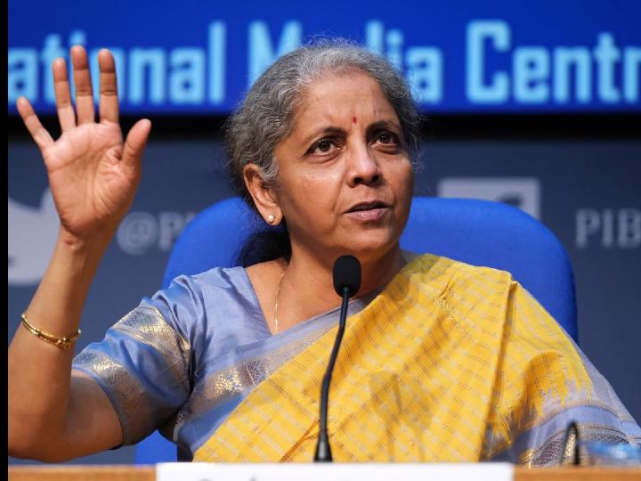 वित्त मंत्री ने कहा- बैंकों का प्राइवेटाइजेशन होने पर स्टाफ का नुकसान नहीं होने देंगे, सैलरी और पेंशन का ध्यान रखेंगे|बिजनेस,Business - Dainik Bhaskar