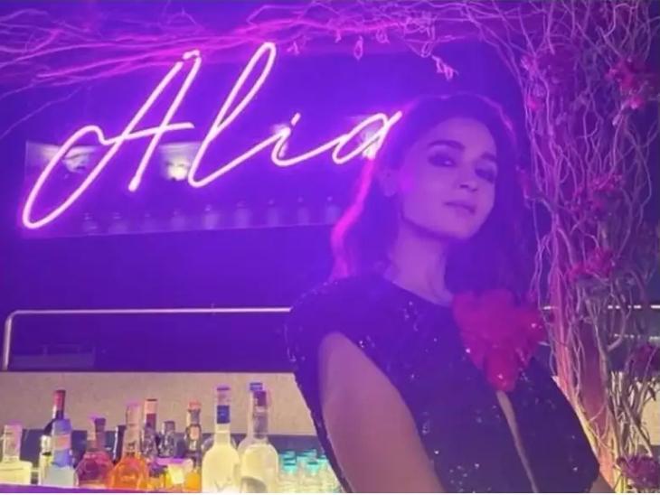 आलिया भट्ट के जन्मदिन पर करन जौहर ने दी पार्टी, रणवीर-दीपिका, अर्जुन-मलाइका पहुंचे, रणबीर कपूर शामिल नहीं हो सके|बॉलीवुड,Bollywood - Dainik Bhaskar