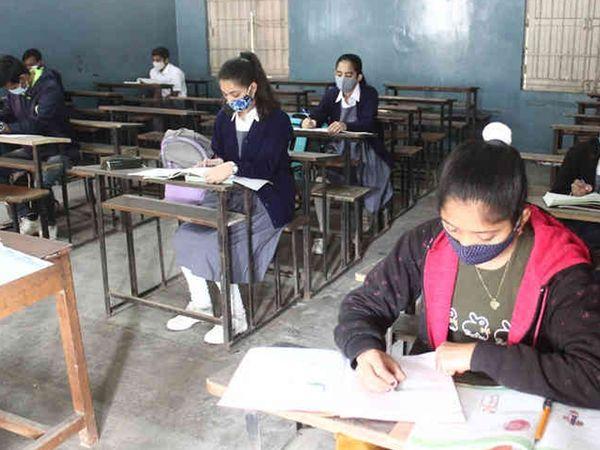 17,000 ने कहा- बच्चे हो रहे कोरोना संक्रमित, इसलिए छठवीं से आठवीं तक स्कूल बंद करे राज्य सरकार|गुजरात,Gujarat - Dainik Bhaskar