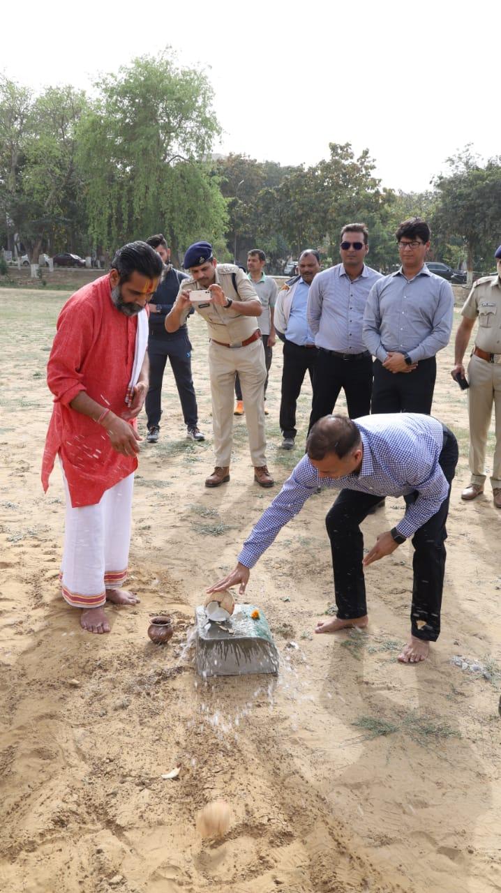 पुलिस लाइन सेक्टर 30 में बनेगा क्रिकेट स्टेडियम, कमिश्नर ने किया शिलान्यास फरीदाबाद,Faridabad - Dainik Bhaskar