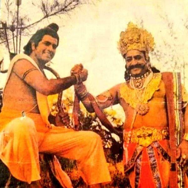 रामायण' की रिहर्सल के समय रावण की भूमिका निभाने वाले अरविंद त्रिवेदी के साथ राम के किरदार में अरुण गोविल।