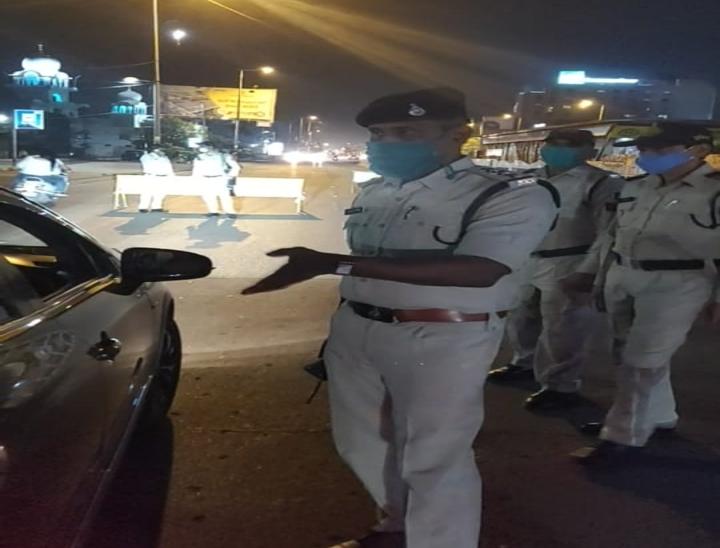 LIG चौराहे पर पुलिस ने दी समझाइश