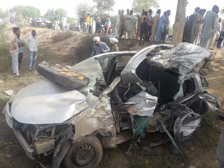 अनियंत्रित कार पेड़ से टकराई; पति-पत्नी समेत 4 लाेगाें की मौके पर माैत, ड्राइवर गंभीर रूप से घायल पंजाब,Punjab - Dainik Bhaskar