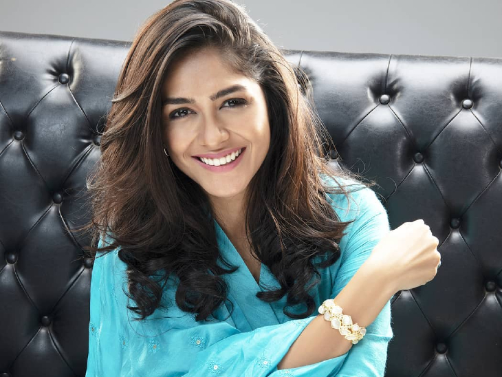 Dhamaka': Suspense due to Mrunal Thakur in the film 'Dhamaka', the actress  herself is not opening the secret | फिल्म 'धमाका' में मृणाल ठाकुर के होने  पर सस्पेंस, एक्ट्रेस खुद भी नहीं