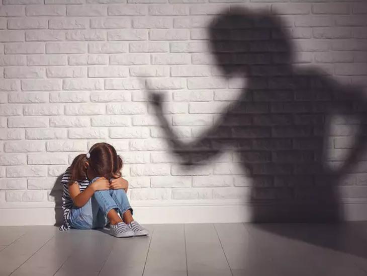 बच्चों पर गुस्सा करने, पीटने और चिल्लाने से उनमें डिप्रेशन और बेचैनी बढ़ती है|लाइफ & साइंस,Happy Life - Dainik Bhaskar