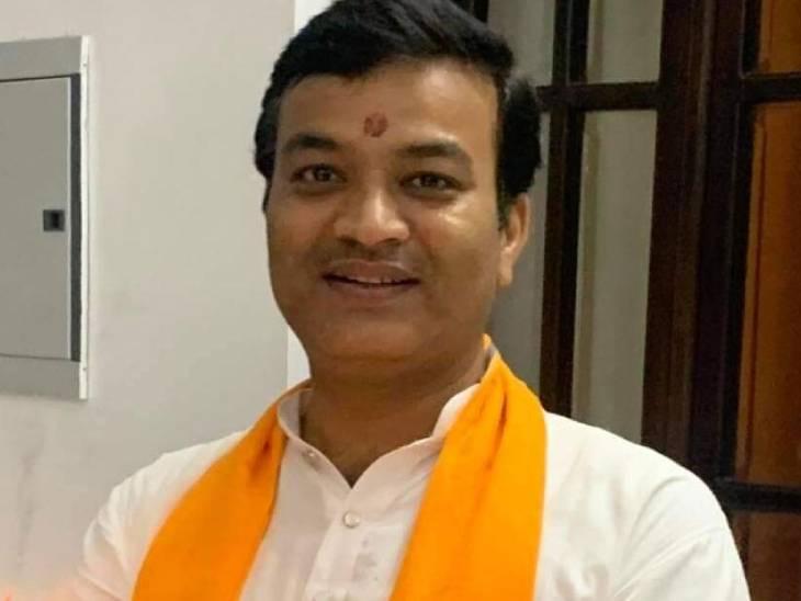 मंत्री आनंद स्वरुप शुक्ला। - Dainik Bhaskar