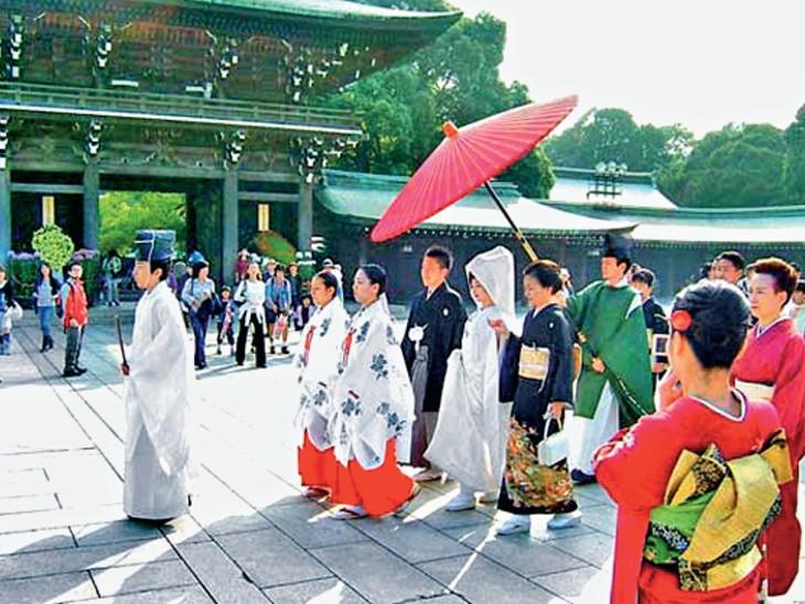 जापान में वेडिंग कंपनियां लड़कियों को डमी दूल्हा और बारातियों के साथ करा रहीं शादी का अहसास; हवाई-बाली जैसी जगहों पर आयोजन|विदेश,International - Dainik Bhaskar