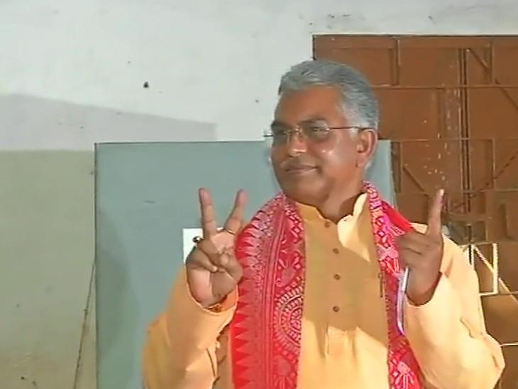 बंगाल भाजपा अध्यक्ष दिलीप घोष ने झाड़ग्राम में वोट डाला। बंगाल और असम में वोटिंग शाम 6 बजे तक चली। कोरोना की वजह से मतदान का समय 1 घंटा बढ़ाया गया है।