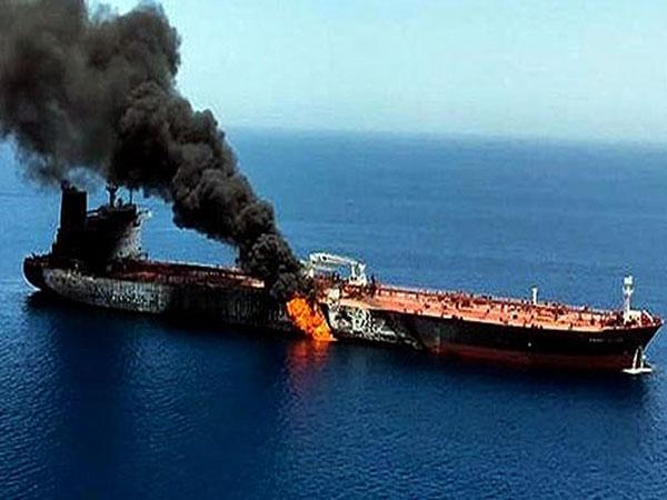 गुजरात आ रहे इजराइली जहाज पर मिसाइल हमले की तस्वीरें सामने आईं, इंजन में खराबी के बाद भी मुंद्रा तट पर पहुंचा|गुजरात,Gujarat - Dainik Bhaskar