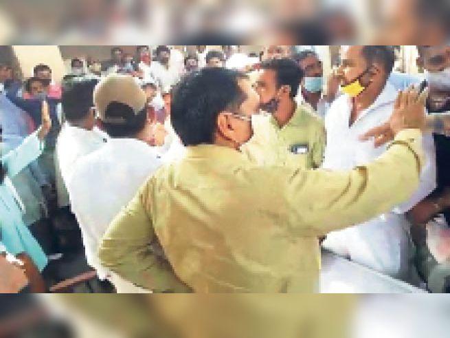 विधायक बोले-उंगली नीचे रखो, बीडीओ ने कहा-संभलकर बात कीजिए|लूणकरणसर,Loonkaransar - Dainik Bhaskar
