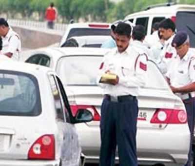 सार्वजनिक स्थलों पर होली खेलने पर दिल्ली में लगी पाबंदी, सड़कों पर एक्टिव रहेगी पुलिस|दिल्ली + एनसीआर,Delhi + NCR - Dainik Bhaskar