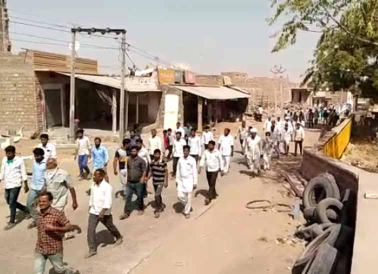 विरोध में गांव के बाजार बंद, दो आरोपियों को पुलिस ने गिरफ्तार किया, एक बुजुर्ग महिला से दुष्कर्म में पहले भी जेल जा चुका है जोधपुर,Jodhpur - Dainik Bhaskar
