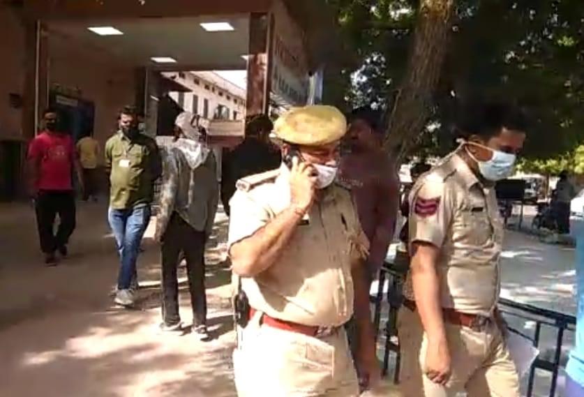 पत्नी की हत्या के आरोपी रहे पिता ने शादीशुदा बेटी के साथ जहर खाकर जान दी; 32 साल की दूसरी बेटी ने हाथ की नस काटी, हालत गंभीर|बीकानेर,Bikaner - Dainik Bhaskar