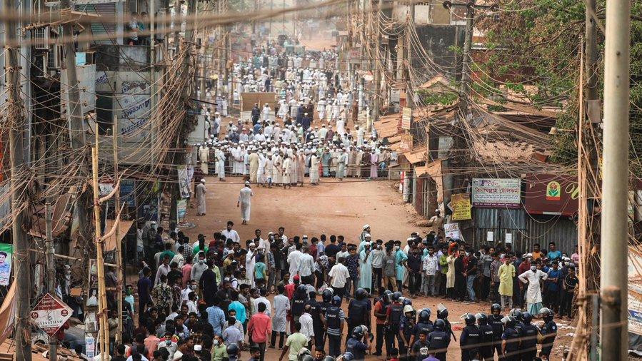 प्रधानमंत्री नरेंद्र मोदी की यात्रा के दौरान भी राजधानी ढाका और चटगांव में प्रदर्शन हुए।