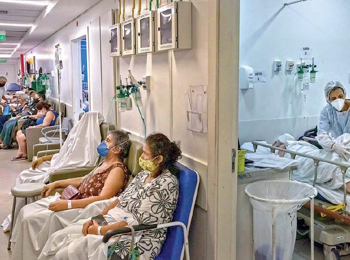 आईसीयू बेड पड़े कम, कुर्सियों पर हो रहा इलाज; दुनिया में सबसे ज्यादा नए केस और मौतें भी यहीं|विदेश,International - Dainik Bhaskar