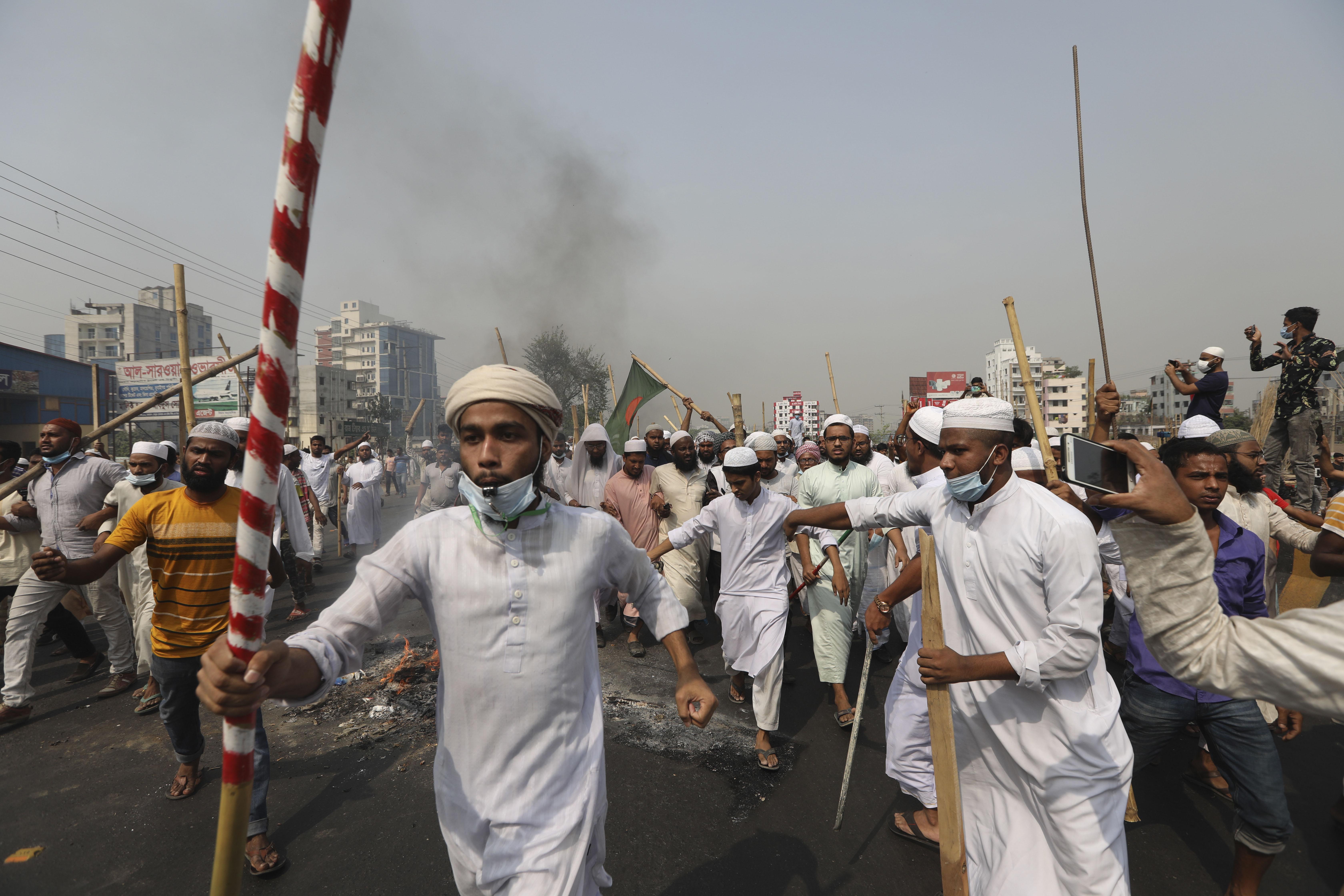 बांग्लादेश के इस्लामिक ग्रुप हिफाजत-ए-इस्लाम ने 28 मार्च को एक दिन की देशव्यापी हड़ताल की थी।