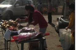 रंग गुलाल, पिचकारी की दुकानें कहीं खुली, तो कहीं पुलिस ने कराई बंद, लोग बोले ऐसे कैसे करेंगे परंपरा का निर्वहन भोपाल,Bhopal - Dainik Bhaskar