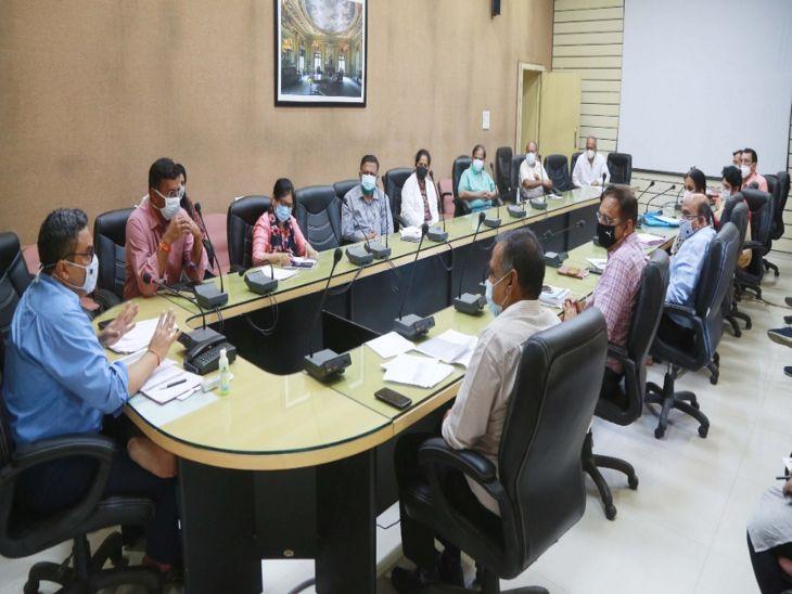 जिले के प्रत्येक वार्ड में खुलेंगे नि:शुल्क वैक्सीनेशन सेंटर, इंदौर में जल्द शुरू होने जा रही है निजी अस्पतालों की मोबाइल वैक्सीनेशन यूनिट|इंदौर,Indore - Dainik Bhaskar
