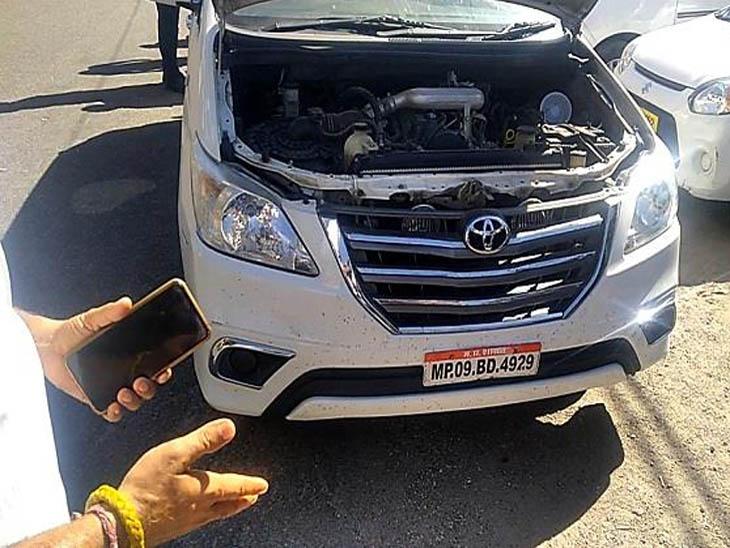 कार में सायरन और मध्य प्रदेश सुशासन का स्टिकर लगाकर मनाली घूमने जा रहे थे इंदौर के युवक, हिमाचल पुलिस ने उतरवाए हिमाचल,Himachal - Dainik Bhaskar