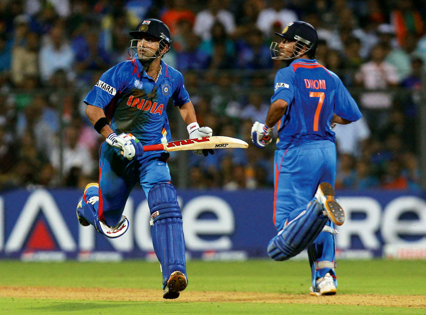 गंभीर और धोनी ने फाइनल में चौथे विकेट के लिए 109 रन की पार्टनरशिप की। गंभीर 97 रन पर आउट हुए।