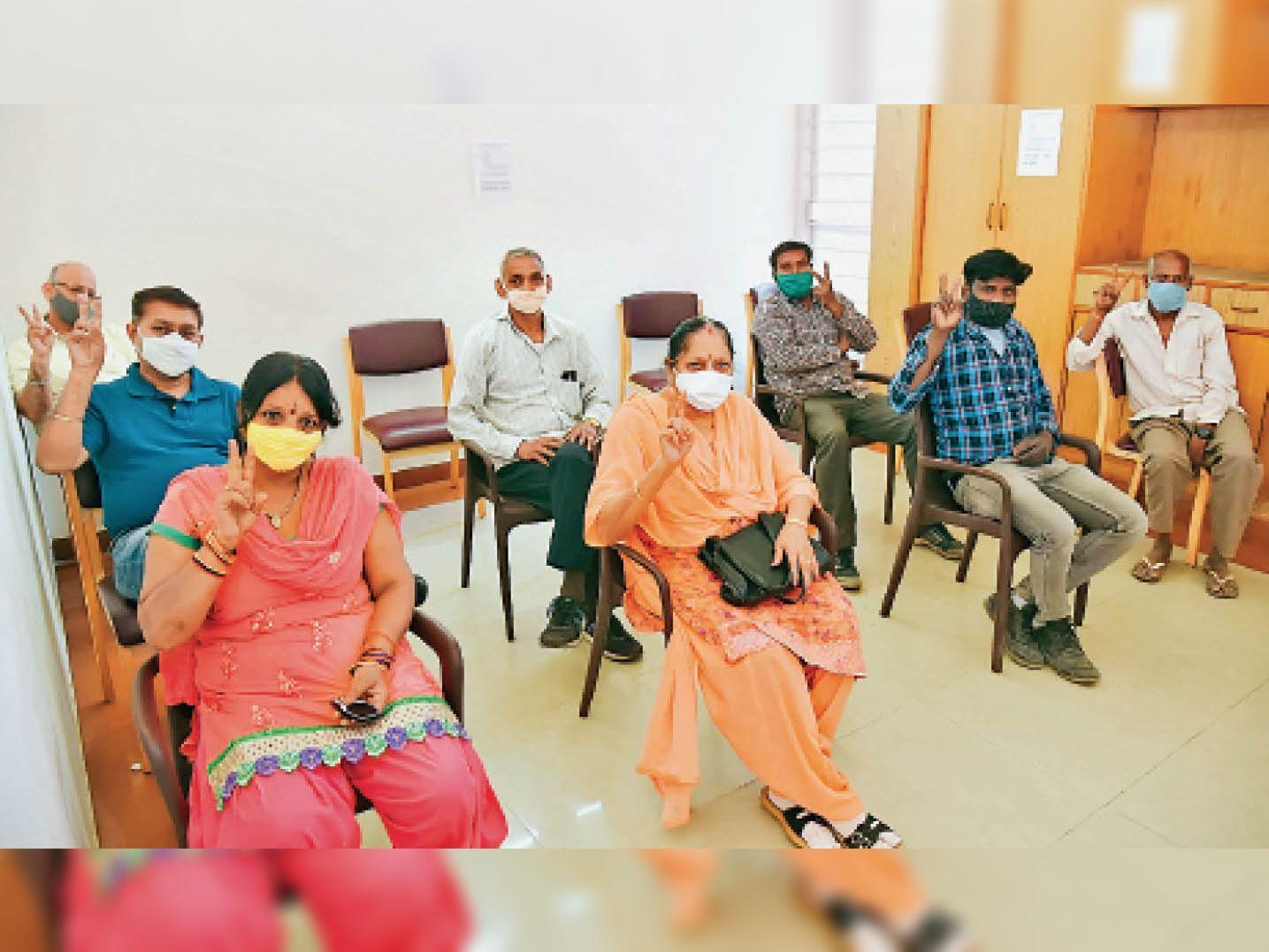 1002 संक्रमित, 6 मौत; लोगों की लापरवाही बढ़ी तो चंडीगढ़ में पॉजिटिविटी दर पहुंची 13.65 फीसदी चंडीगढ़,Chandigarh - Dainik Bhaskar