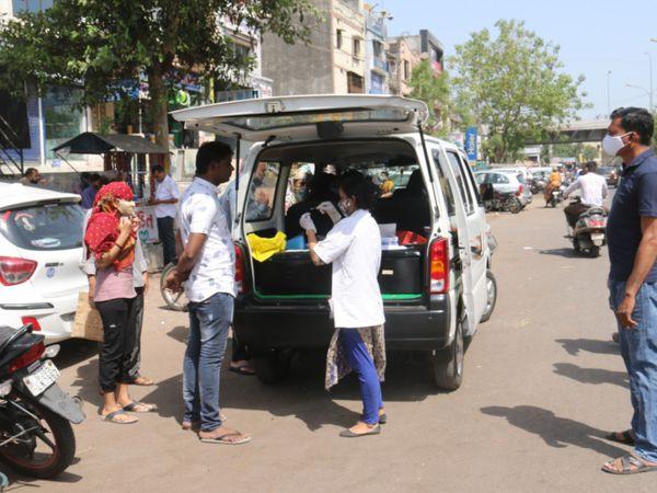 महाराष्ट्र में बढ़ते कोरोना संक्रमण के चलते अब वहां से गुजरात आने वाले लोगों को RT-PCR निगेटिव रिपोर्ट साथ लाने को कहा गया है। - Dainik Bhaskar