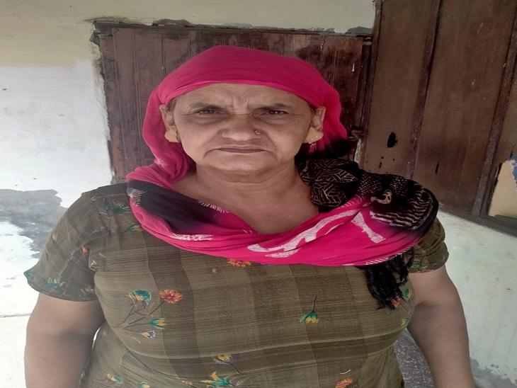 घर में पोते के साथ लेटी महिला के गले पर पैर रखकर कानों की बाली लूटी, शोर मचाया तो मुंह दबोचा; दोनों कानों में 16 टांके आए|पानीपत,Panipat - Dainik Bhaskar