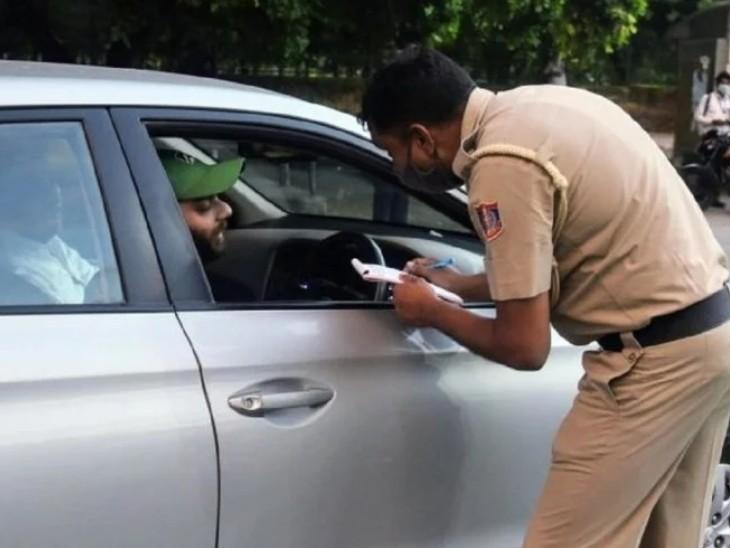दिल्ली हाईकोर्ट ने कहा- प्राइवेट व्हीकल भी पब्लिक प्लेस होता है, इसलिए कार में अकेले सफर करने वालों को भी मास्क पहनना जरूरी देश,National - Dainik Bhaskar