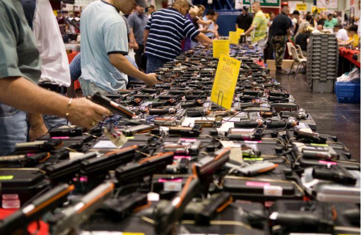 अमेरिका में रह रहे चीनी अब जमकर खरीद रहे हथियार, न्यूयॉर्क में आधा कारोबार इन्हीं से; गोलीबारी से बढ़ी असुरक्षा की भावना विदेश,International - Dainik Bhaskar