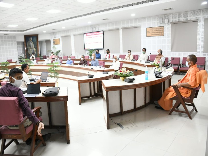 वाराणसी में CM योगी ने बोले- कोविड का दूसरा चरण अधिक तीव्र है, इसके लिए मेडिकल फैसिलिटी बढ़ाएं|वाराणसी,Varanasi - Dainik Bhaskar