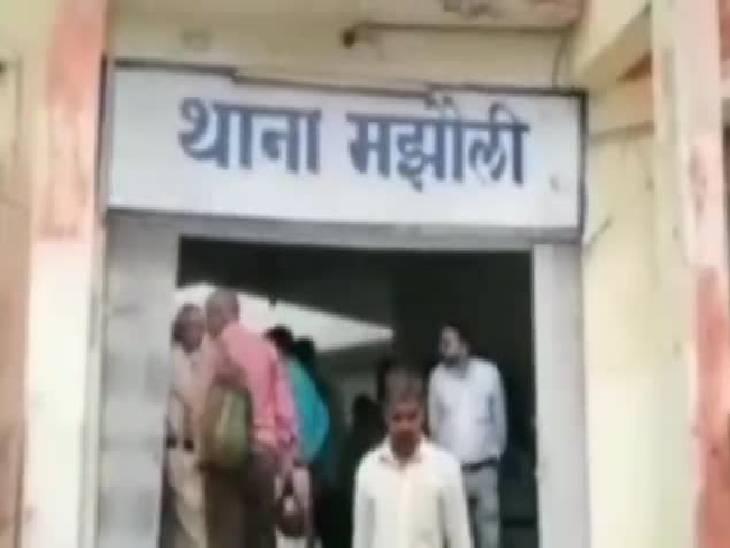 माइक्रो फाइनेंस कंपनी के अधिकारी को घर लौटते समय चाकू मार कर लूटा, तीन बदमाशों ने की वारदात|जबलपुर,Jabalpur - Dainik Bhaskar