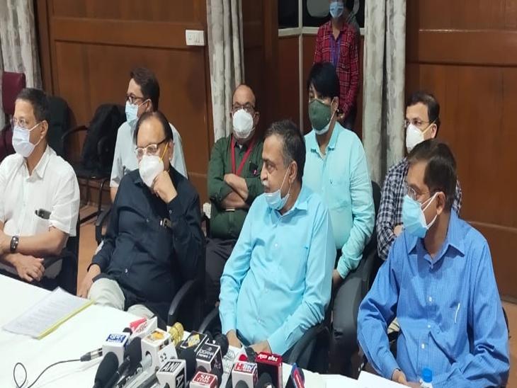 डॉक्टर्स पैनल ने कहा- फेफड़ों में 40 फीसदी संक्रमण फैलने के बाद रेमडेसिविर इंजेक्शन की जरूरत, सभी कोरोना मरीज को लगाने की आवश्यकता नहीं इंदौर,Indore - Dainik Bhaskar