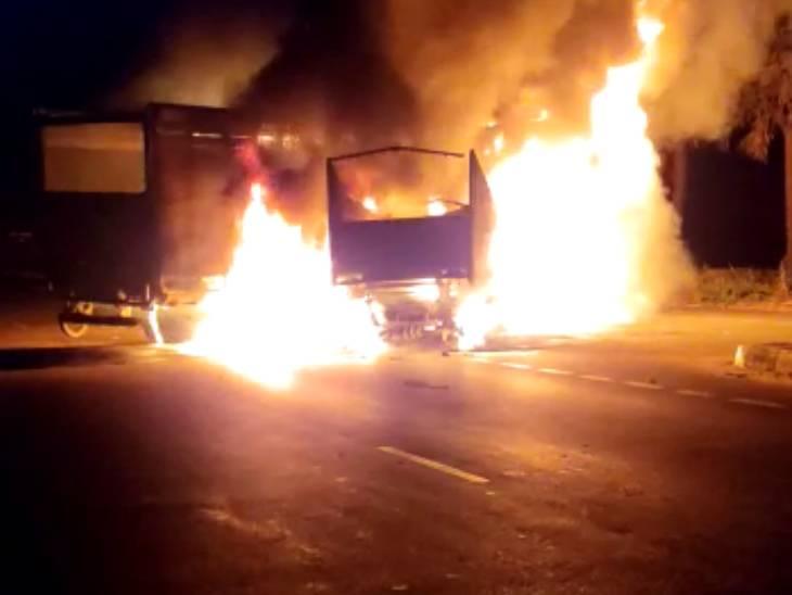 आग लगने से पिकअप वैन के ड्राइवर और खलासी जिंदा जले, 4 मवेशियों की भी झुलसकर मौत गोरखपुर,Gorakhpur - Dainik Bhaskar