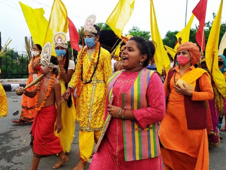 CM योगी की हिदायत- धार्मिक स्थलों पर एक साथ पांच से ज्यादा लोग न जाएं; 12वीं तक के लिए सभी स्कूल 30 अप्रैल तक बंद|लखनऊ,Lucknow - Dainik Bhaskar