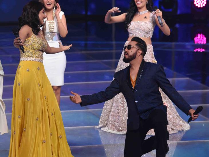 'इंडिया प्रो म्यूजिक लीग' के स्टेज पर किया भूमि त्रिवेदी को प्रपोज, घुटनों पर बैठकर पूछा- मुझसे शादी करोगी बॉलीवुड,Bollywood - Dainik Bhaskar