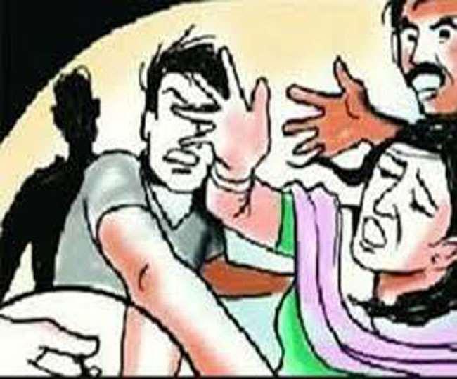 पत्नी ने छोटे भाई को बचाने की कोशिश की तो भाई ने उस पर भी हमला कर दिया। - प्रतीकात्मक फोटो - Dainik Bhaskar