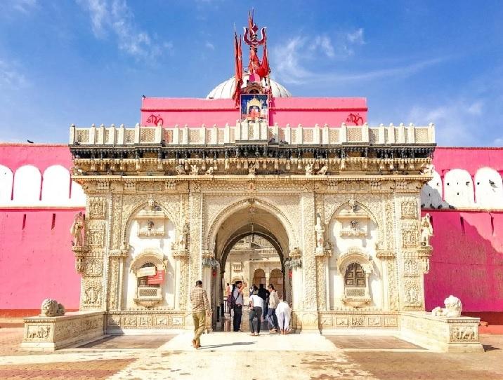 कोरोना की बंदिशें; अंबेमाता, जीण माता, देशनोक करणी माता, भद्रकाली मंदिर में बिना श्रद्धालुओं के हुई घट स्थापना, भक्तों के लिए मंदिरों के पट रहे बंद राजस्थान,Rajasthan - Dainik Bhaskar