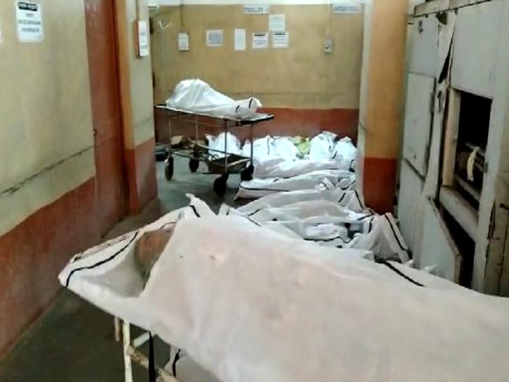 लाशें ही लाशें, रायपुर के अंबेडकर अस्पताल का वीडियो वायरल; जूनियर डॉक्टर्स ने सोशल मीडिया पर लिखा- नेताओं से पूछो, बेड क्यों कम हैं|रायपुर,Raipur - Dainik Bhaskar