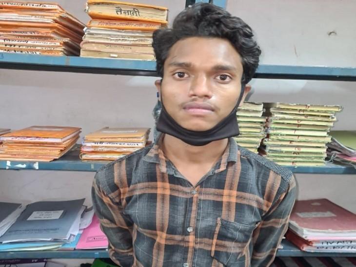 पुलिस हिरासत में आरोपी शशिकांत। - Dainik Bhaskar