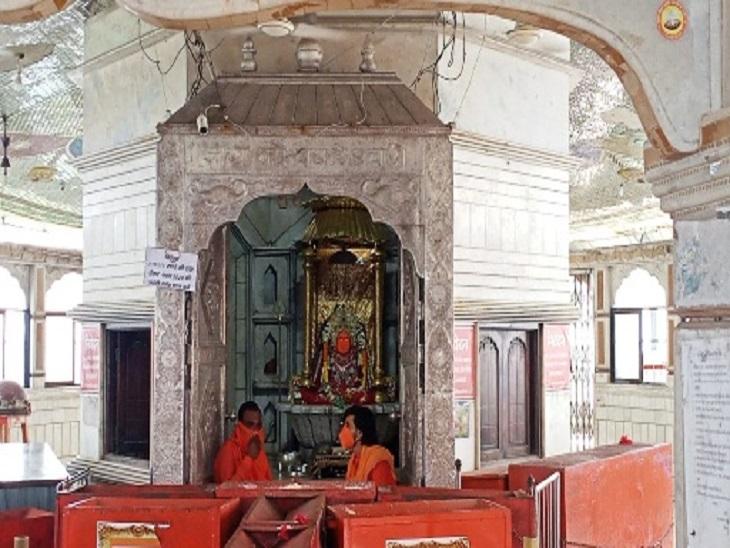 चैत्र नवरात का पहला दिन; राजनांदगांव में मां बम्लेश्वरी, दंतेवाड़ा में दंतेश्वरी के सिर्फ ऑनलाइन दर्शन, श्रद्धालुओं की मंदिर में एंट्री पर रोक|राजनांदगांव,Rajnandgaon - Dainik Bhaskar